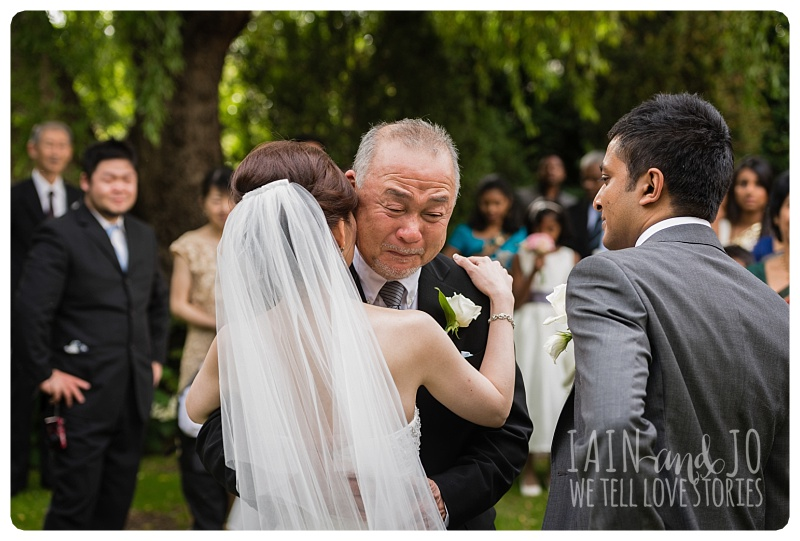 dad cries to see daughter as a bride